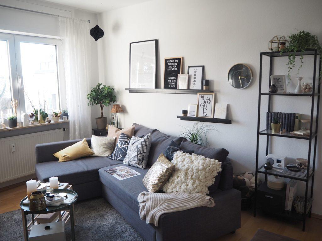 2018-04-skoen-och-kreativ-interior-wohnzimmer-deko-fruehlingshaft-helle-farben-beige-gelb-gold (1 (29)