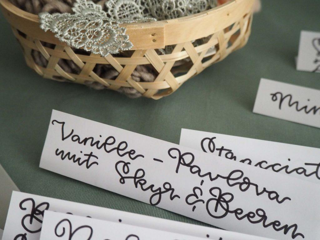 manufaktur-fuer-kreatives-johanna-karl-grafikdesign-lettering-artist-handlettering-für-buffetkarten-sweet-table (1)