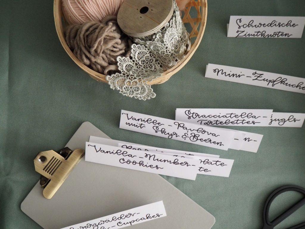 manufaktur-fuer-kreatives-johanna-karl-grafikdesign-lettering-artist-handlettering-für-buffetkarten-sweet-table (2)